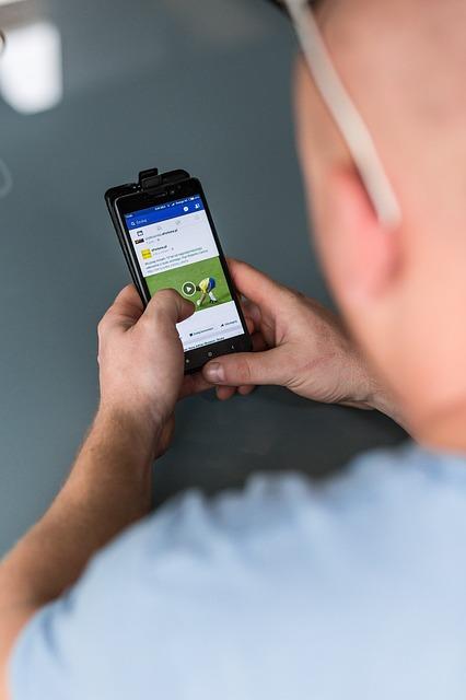 Facebook ทดสอบ News Feed เพื่อเน้นข้อความจากเพื่อน