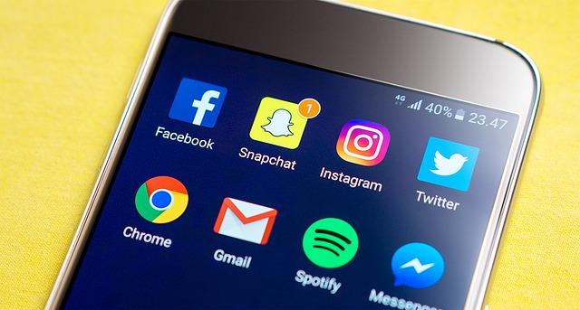Facebook เพิ่ม GIFs, ข้อความที่มีสีสัน และความสามารถในการถ่ายทอดสด
