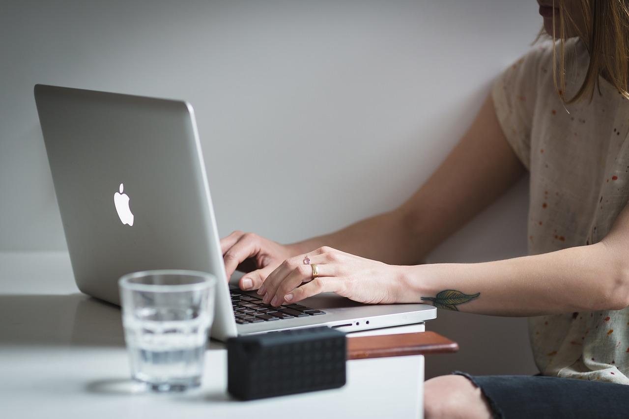 Apple รายงานว่าจะเลิกใช้ชิป Intel ใน MacBook แล้วจะหันไปใช้ชิปที่พัฒนาขึ้นเองภายในปี 2020
