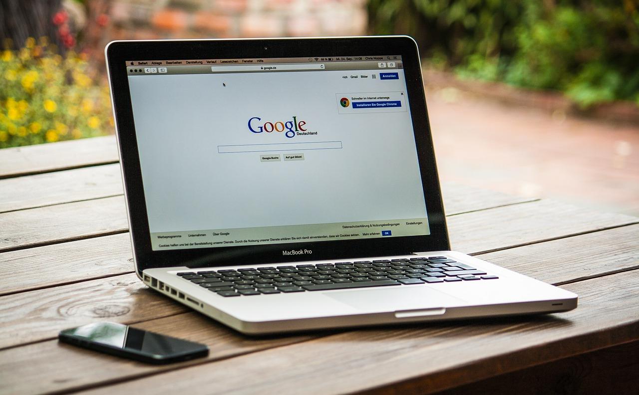 Google กำลังดำเนินการออกแบบใหม่เพื่อมุ่งเน้นข้อเท็จจริง