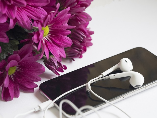 แอปพลิเคชันบางตัวกำลังฟังผ่านไมโครโฟนของสมาร์ทโฟน เพื่อติดตามนำข้อมูลไปทำโฆษณา