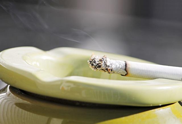 cigarette-2581683_640